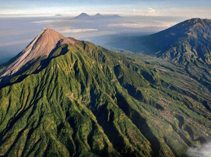climb-the-still-active-merapi-vulcano-2960-meter
