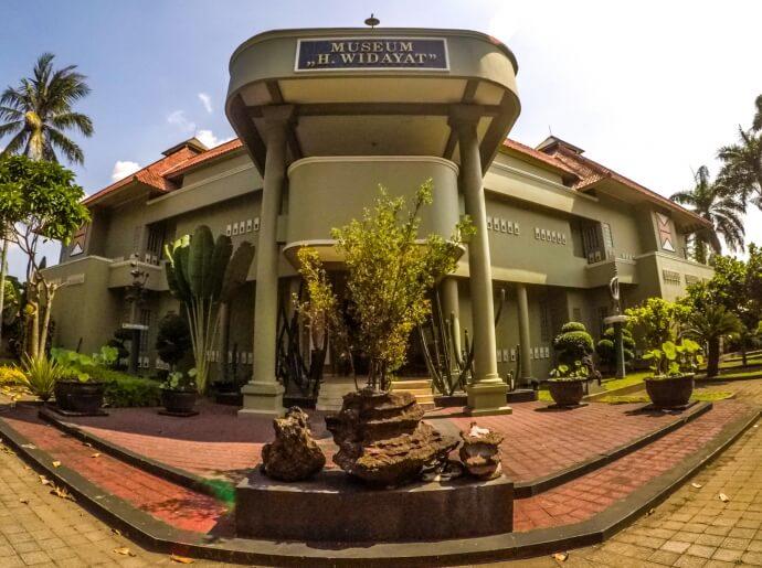 visit-to-the-haji-widayat-art-museum