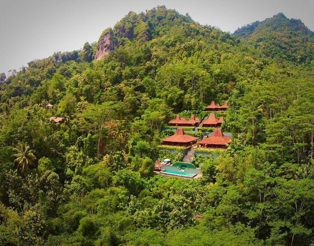 Villa-Borobudur-Temple-Resort-Luxury-Hotel-Java-Indonesia-Borobudur-suites-aerial-view