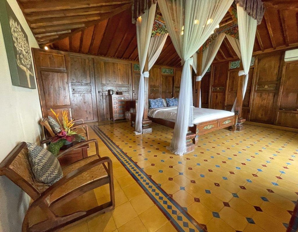 Villa-Borobudur-Temple-Resort-Luxury-Hotel-Java-Indonesia-Borobudur-suites-bedroom