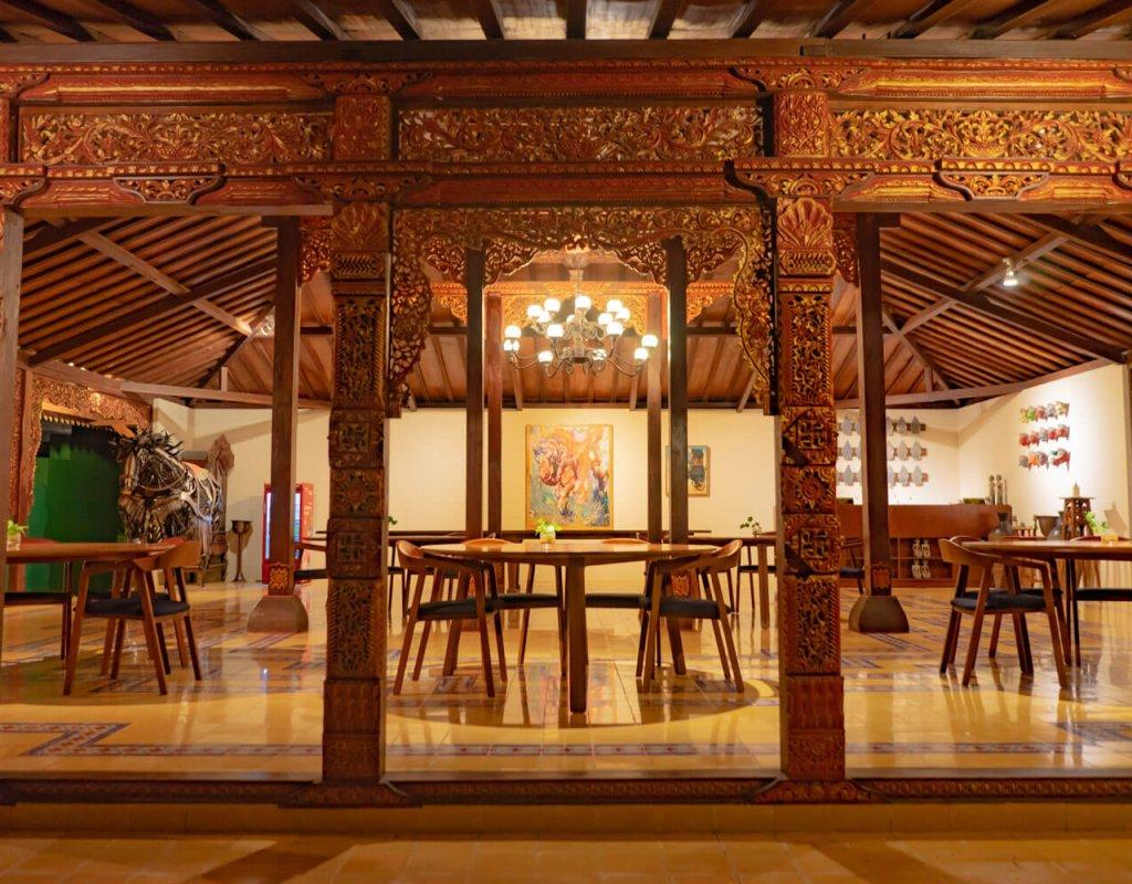 Villa-Borobudur-Temple-Resort-Luxury-Hotel-Java-Indonesia-Borobudur-suites-living-room