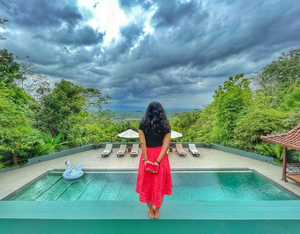 Villa-Borobudur-Temple-Resort-Luxury-Hotel-Java-Indonesia-Borobudur-suites-swimming-pool-view