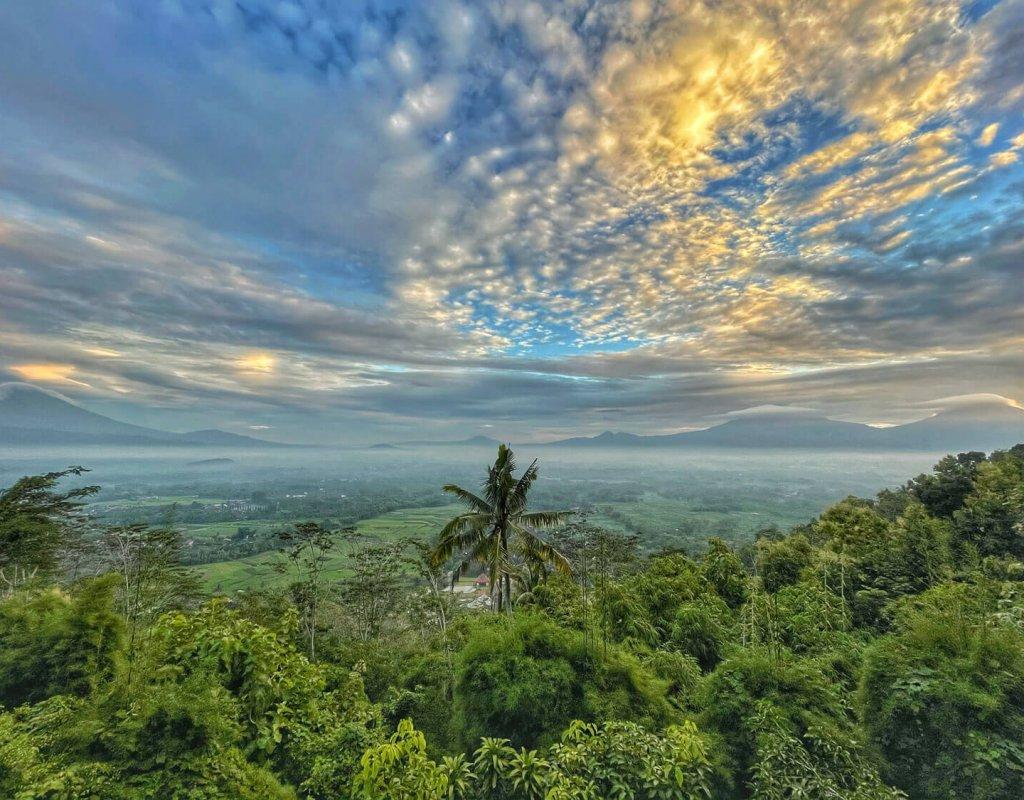 Villa-Borobudur-Temple-Resort-Luxury-Hotel-Java-Indonesia-Merbabu-Outside-view-field