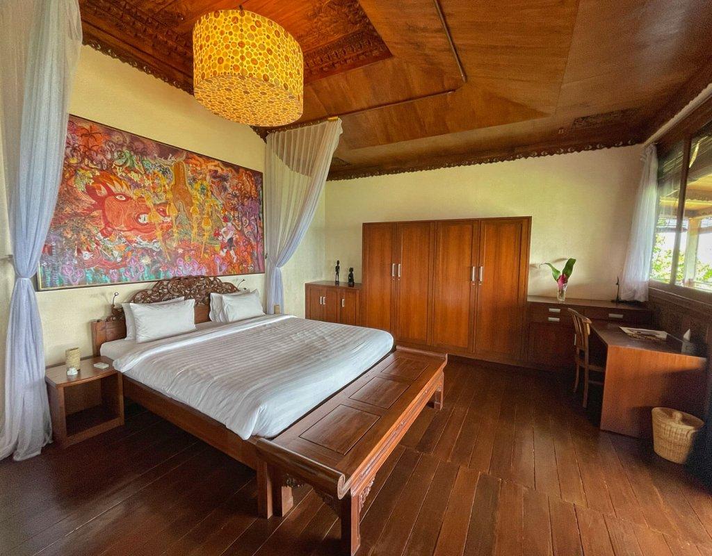 Villa-Borobudur-Temple-Resort-Luxury-Hotel-Java-Indonesia-Merbabu-bedroom