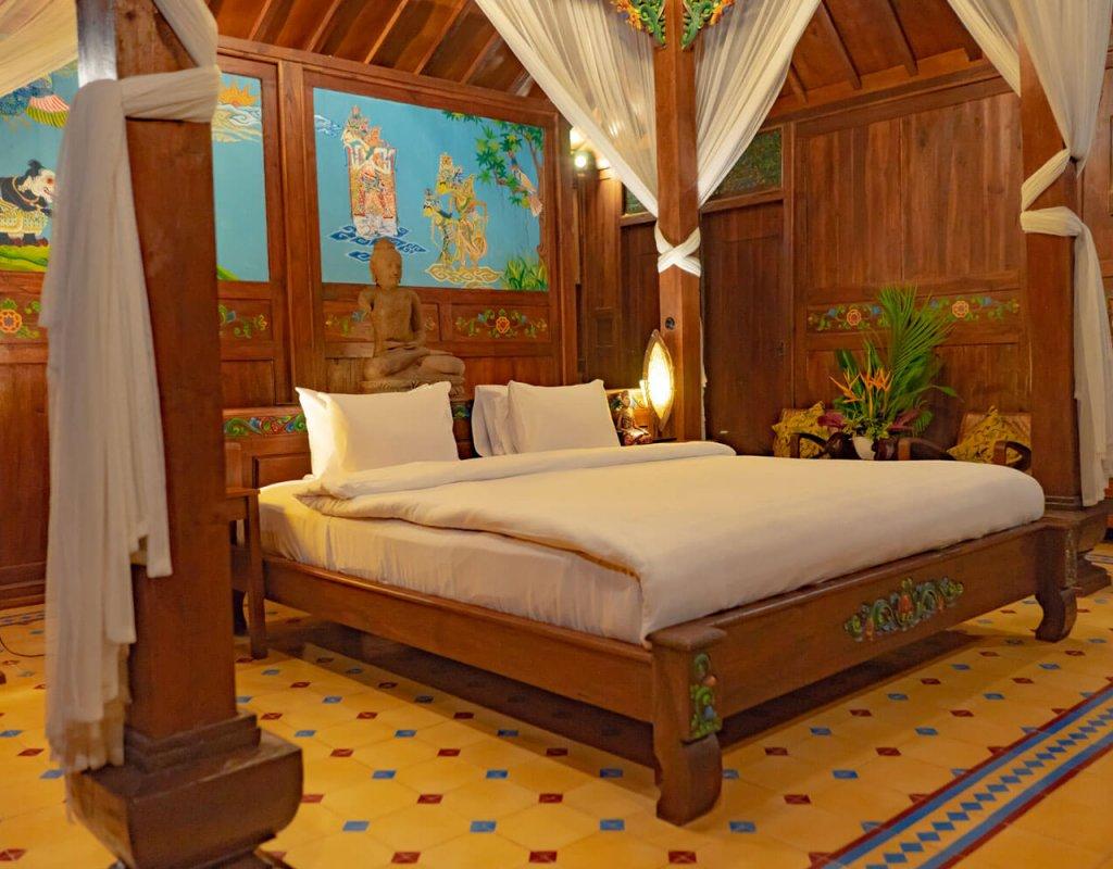 Villa-Borobudur-Temple-Resort-Luxury-Hotel-Java-Indonesia-borobudur-siddharta-suites-bed