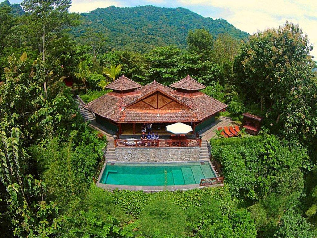 Villa-Borobudur-Temple-Resort-Luxury-Hotel-Java-Indonesia-diponegoro_aerial_above-staff