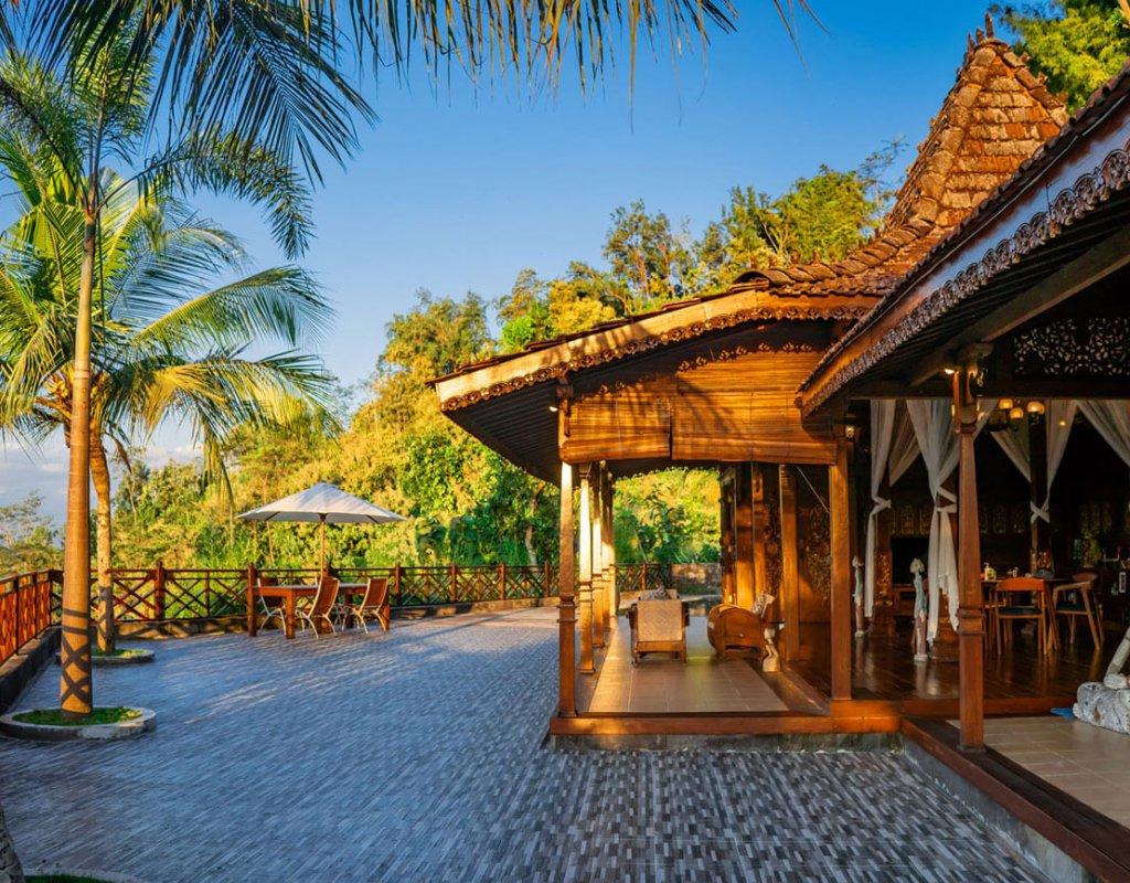 Villa-Borobudur-Temple-Resort-Luxury-Hotel-Java-Indonesia-kayangan_Outside