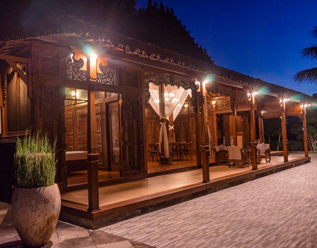 Villa-Borobudur-Temple-Resort-Luxury-Hotel-Java-Indonesia-kayangan_Outside-evening