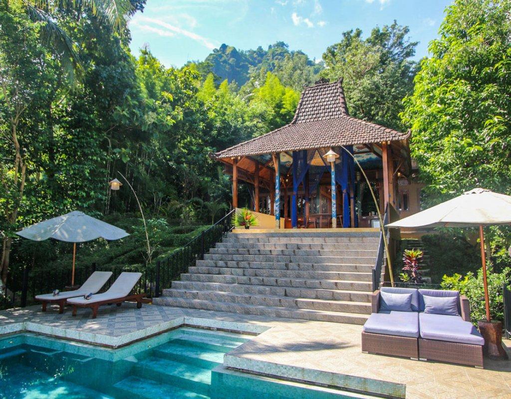 Villa-Borobudur-Temple-Resort-Luxury-Hotel-Java-Indonesia-villa_menoreh_pool_temple