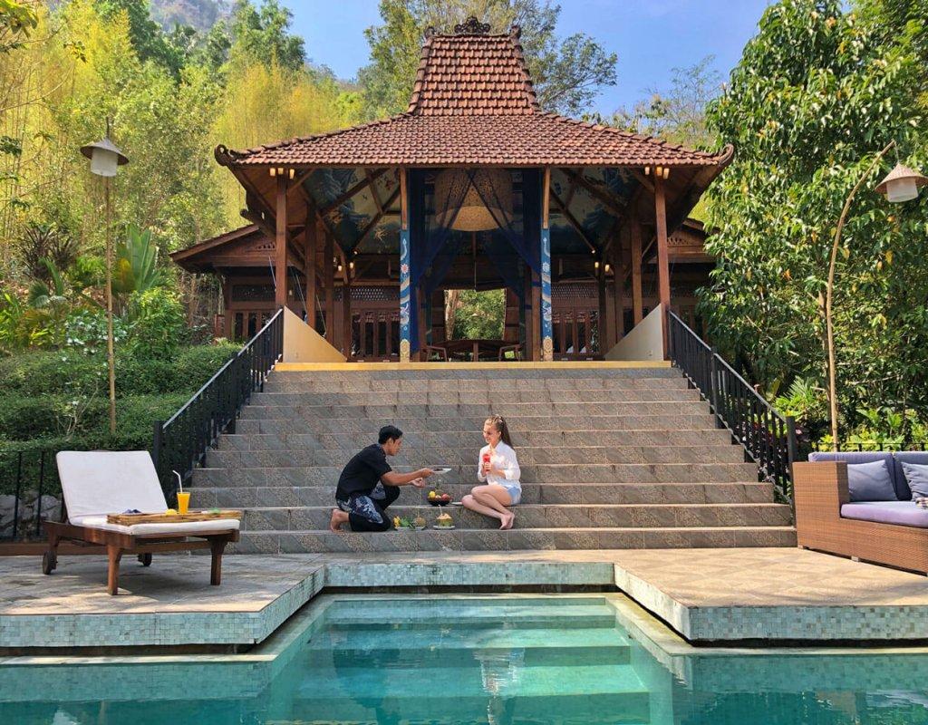 Villa-Borobudur-Temple-Resort-Luxury-Hotel-Java-Indonesia-villa_menoreh_service