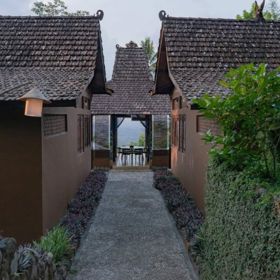 villa_menoreh_entrance